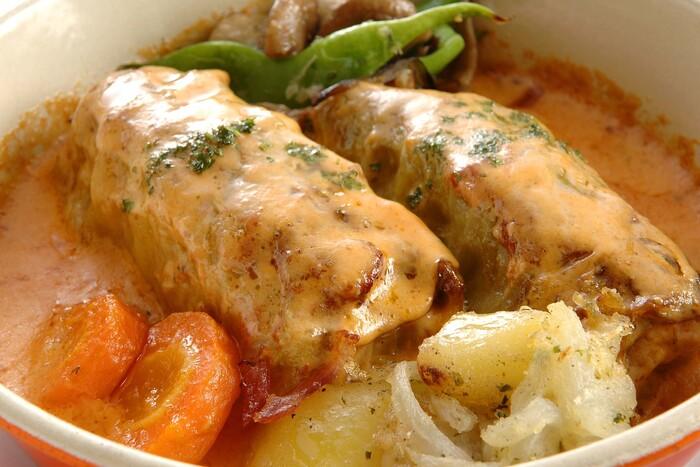 こちらのロールキャベツは「ゴルブッツィ」と呼ばれています。ウクライナ風ロールキャベツの煮込み焼きで、オーブンで焼いたアツアツのロールキャベツに伝統のトマトクリームがたっぷり。