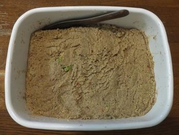 対処法は、水っぽくなった場合と似ていて、足しぬかをします。ただし、ぬかを足したら、乳酸菌の繁殖を手伝うため、2~3日は野菜を漬けないようにします。