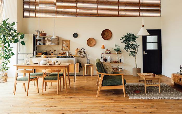 また、家具と家具の間も歩きやすい500mm~600mmあると、移動や物へのアクセスや掃除が楽になります。 ゆったりとしていて広く見えるので、リラックスできるでしょう。