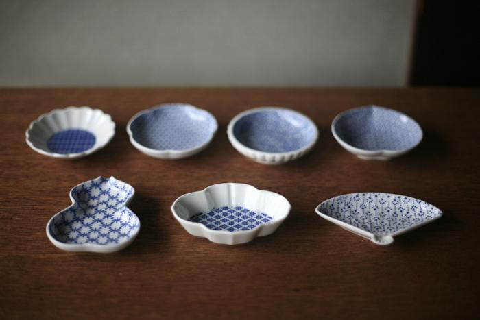 違う絵柄×違う形だけど、同じ色合いのアイテムを集めるのも素敵ですね。一つのお皿やトレーの上に並べても単調にならないのに統一感が出るので、初心者の方でも比較的簡単に豆皿を楽しむことが出来ます。