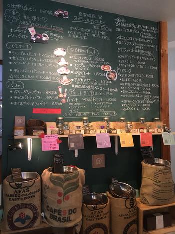 そして、「okinogami blue cacao's(沖野上ブルーカカオ)」から5分ほど歩くと・・神門通りの名物カフェ「大社珈琲」がありますよ。