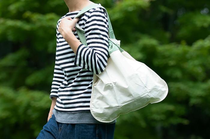 その日の気分やコーディネート、荷物の重さなどなどで使い方が変えられる2wayバッグ。上手に使いこなしてもっとおしゃれに、快適になろう。