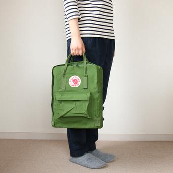 荷物の重さや服装によって、合わせたいバッグは変わってきます。2wayバッグなら、そんなお悩みもちょっと解消してくれる。シーンに合わせて変えられる2wayバッグでお出かけを楽しもう。
