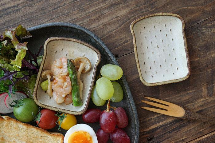 もちろん洋食メニューの時にも、トレーの上に豆皿は効果的。温度差があるもの、スープなど豆皿に入れて楽しみましょう。ゲストが居る日の朝ごはんも、こんな風にすると一皿で豪華に見えるのでおすすめです。