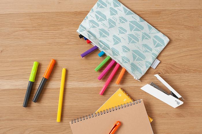 小さいサイズはペンケースに丁度いい。増えがちな文房具類の整理もスッキリ片付けられそうです。