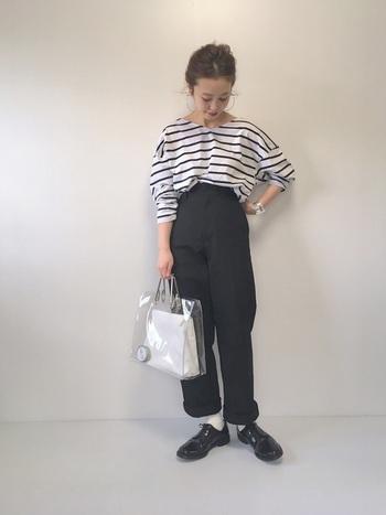 カッチリとした印象の「ウイングチップレザーシューズ」は普段着をよそ行きに見せてくれる貴重なアイテムです。いつものスタイルに少しアクセントを加えたいときに合わせたいですね。