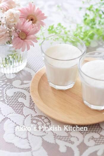 動物性の発酵食品・ヨーグルトと、植物性発酵食品の甘酒のダブル発酵食品に、豆乳をプラス。美肌や健康に役立つ特製ドリンクです。ダイエット中の方にもおすすめ。