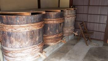 また、古代中国でも食材を塩漬け保存する過程で発酵・熟成してうまみが増すことを経験的に学びました。それを醤(ひしお)と呼び、日本の醤油や味噌、漬物などのルーツにもなったといわれます。