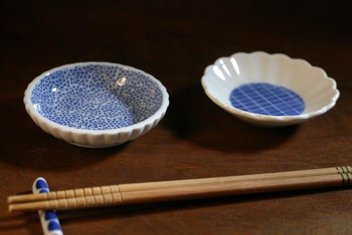 お客様の時には、取り皿として並べても素敵ですね。盛りつけがない時でも、それぞれの模様がおしゃれなので、一つ一つ違う豆皿が食卓をぱっと華やかにしてくれます。