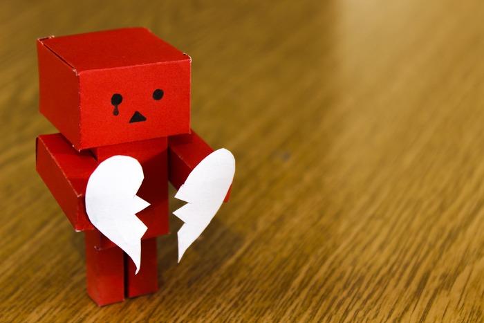 ビジネスシーンで、先方に迷惑をかけてしまったりと、謝らなければいけないシーンはどうしてもあるもの。できるだけ避けたいものですが、起きてしまったことには誠実に対応しなければなりません。きちんと謝罪の気持ちを伝えられるように、適切なフレーズを使いましょう。  一般的な「申し訳ありません」のほか、「お詫び申し上げます」、「猛省しております」、「不徳の致すところです」などがあります。
