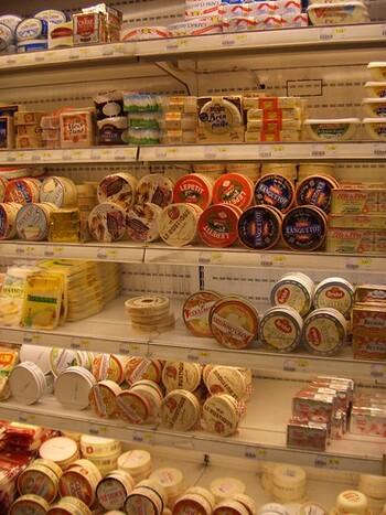 保存食としてのイメージが強い発酵食品ですが、市販のものに賞味期限があるのはなぜでしょう。その理由は、衛生上の問題で殺菌処理がされ、発酵が止められているから。そのため、傷みやすくなりますので、賞味期限を設ける必要があるようです。おいしく食べるには、なるべくお早めに。