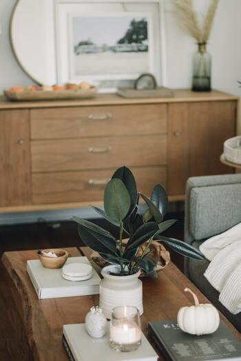 リビングでは家事のしやすさに加え、家族がリラックスできる、ゆとりある空間であることも大切です。  家族が共有している収納家具への動線、リビング→キッチンなど、よく行き来する動線を整えれば、過ごしやすいお部屋になります。