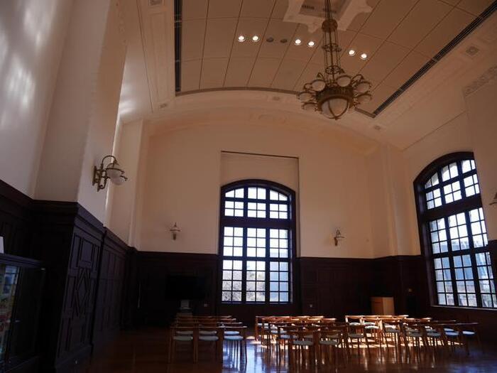 次いで、JR「鶯谷駅」から「御徒町」方面に向かう、《2.散策のモデルコース》を、一例として紹介します。 【建物も設えも素晴らしい「国立国会図書館国際子ども図書館」】