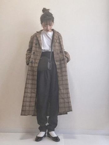 ロング丈のチェック柄コートもおしゃれなアイテムとしておすすめです。シンプルなコーデにもチェック柄のコート一つで一気に秋らしくセンスの良いコーデがまとまりますよ!