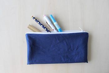ペンやメガネなどを入れるのに丁度いいサイズのポーチの作り方です。