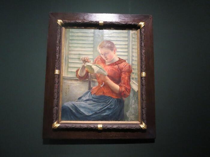 """黒田清輝は、明治から大正にかけて活躍した洋画家。光の表現を探求した""""外光派""""と呼ばれる様式を確立し、日本の洋画壇に君臨した人物です。代表作は、『湖畔(1897年/東博蔵)』・『智・感・情(1897-98年/東京国立文化財研究所蔵)』等。  【画像の『読書(1890-91年/東博蔵)』は、黒田が仏滞在中に描いた初期の代表作。日本の美術界にその名を轟かせた記念的デビュー作品として有名。】"""
