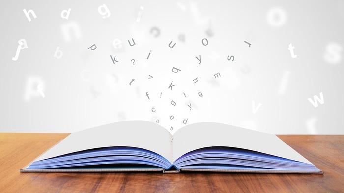 文章を書く時に何度も同じ言い回しを使ってしまうという人は、言葉の引き出しにストックが足りていない可能性があります。語彙力を高めるには、とにかくより多くの単語や慣用句に触れるのが一番。本を読むことで言葉の知識が増えると、自己表現の幅もぐっと広がります。