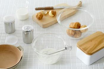 ガラス食器で有名なHARIOが作ったミキシングボウル。深さがあるので、材料をしっかり混ぜられます。手を添えやすいように縁が広くなっているなど、細かな所にも気を配ったデザインが魅力。サイズは3種類あります。