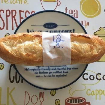 こちらは優しい味わいのミルククリームを、香ばしく焼き上げたバゲットでサンドした「ミルクフランス」。オパンのメニューの中でも、多くのパン好きを惹きつけてやまない人気の一品です。