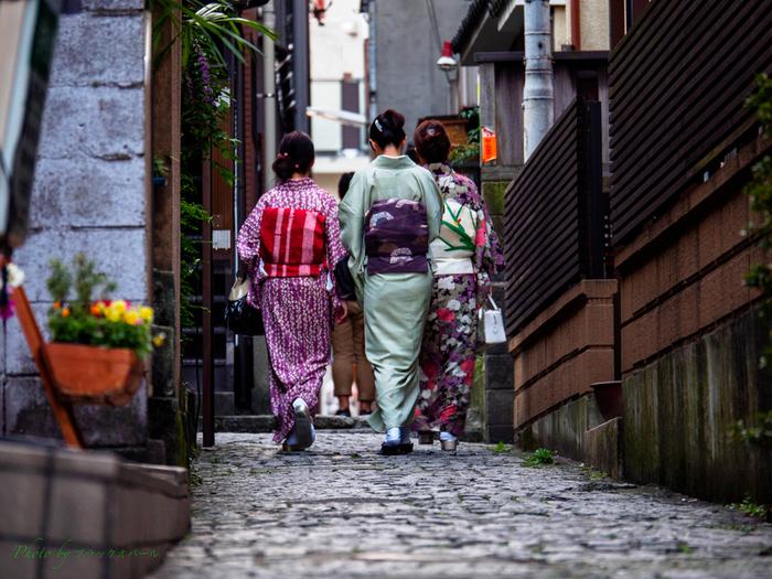神楽坂は、江戸時代には花街として栄えてきたそう。そんな歴史の面影を残す神楽坂の小道は、いくら散歩しても飽きません。おしゃれな雑貨屋さんやカフェをめぐりながら散策を楽しみましょう。