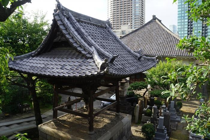 この付近には、小さなお寺や神社が複数あります。有名な観光スポットなどではありませんが、地元の人に愛されるこじんまりとした雰囲気を楽しみましょう。