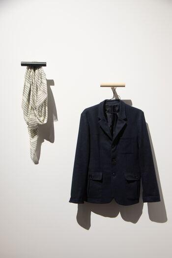 """ここでは、""""洋服の捨てどき""""のチェック方法を一覧にしました。捨てるかどうか迷ったときに、ご参考になさってくださいね。"""