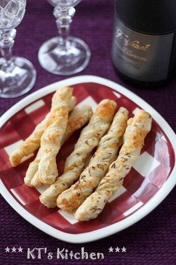 チーズとクミンシードを加えたスティックパイ。スパイスによっても味わいが広がります。