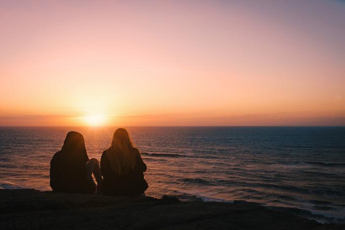 ひとりで手が負えない時は、今の気持ちを家族や友人に話してみてください。自分にとって大切な人なら、きっと相手も手助けしたいと思っているはず。側に寄り添ってくれる味方がいれば、気持ちに余裕が生まれます。