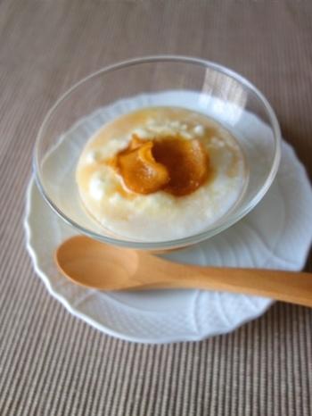 ヨーグルトにはちみつのしょうが漬けをかけたデザート。甘さと辛さと酸っぱさの絶妙なハーモニーが楽しめます。体にも良い組み合わせです。