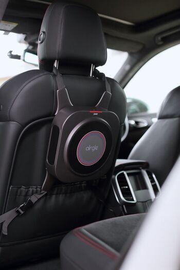 空気が気になるときに手元に置け、ピンポイントで活用できるのがうれしいですね。  車の中はもちろん、外出先でも本格的な空気清浄をすることができます。
