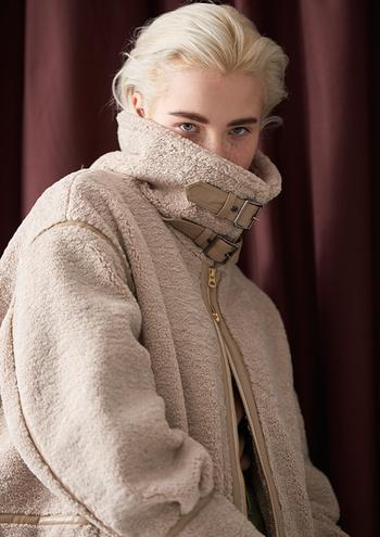 今年の秋冬に取り入れたい、トレンドアイテムは見つかりましたか? 重ね着や色味など、幅広い着こなしが楽しめる秋冬ファッション。トレンドアイテムをプラスして、いつもとはちょっぴり違う新鮮味のある秋冬コーデを楽しんでみてくださいね。
