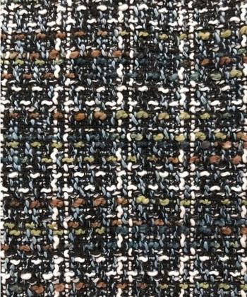 イギリス・スコットランド発祥の手織物の生地のことで、近年では目の粗い厚手の生地全般をツイードと呼ぶ事が多くなっています。さまざまな糸で細かい色彩の模様を入れて作られており、合わせる糸の素材や色合いによって表情も様々。特別感のある仕上がりが魅力です。