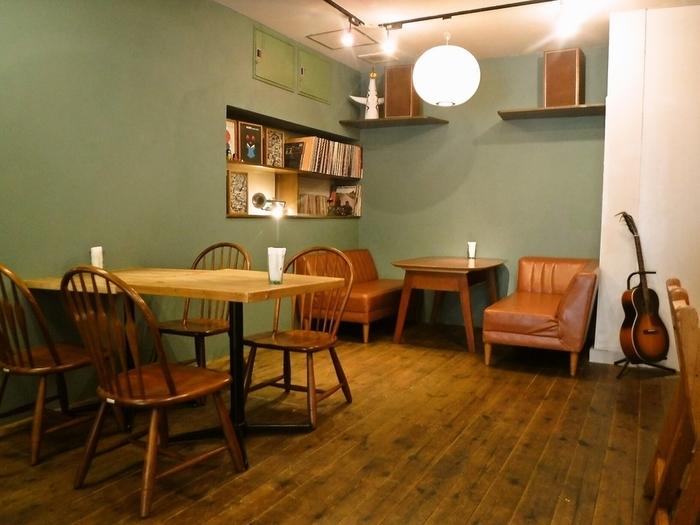 センスのいいおしゃれな店内。カフェで食べる際は、オーダーをしてからサンドイッチを作ってもらえますよ。