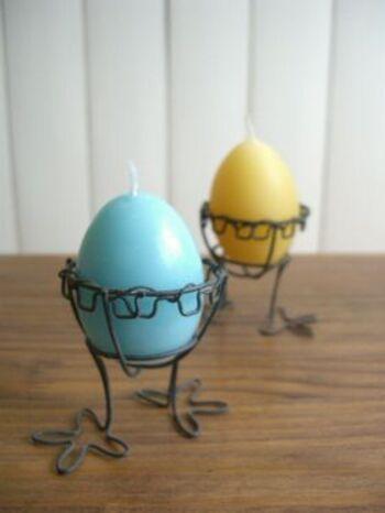 卵の形がかわいいキャンドルの材料はたった3つだけ。型はもちろん卵の殻を活用します。クレヨンで色付けするので、いろんな色の卵キャンドルをを作って、お部屋をカラフルに彩りましょう♪
