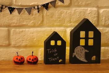 ハロウィンは 10月31日なので、大体一ヶ月前から準備をすると◎色々なところにちょこちょこ飾って、少しずつ仕上げていくのも良いですね。