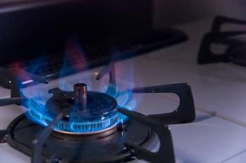 焦げ付かないようにするには、食材を入れる前に強火でよく熱し、油がなじみやすいようにすることが大切。油が少なすぎるとくっつきやすいので、食材に行き渡る量を使いましょう。