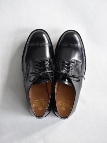 いかがだったでしょうか?カッチリした革靴のシューズは箱から出す瞬間に季節の移り変わりを感じさせてくれますよね。しっかりお手入れして自分の一生物の一足を見つけてくださいね。