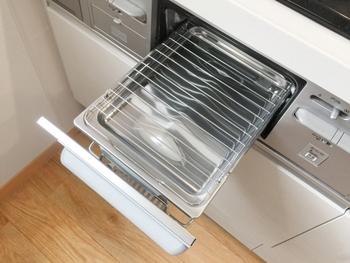 スキレットは、魚焼きグリルやオーブントースターでも使用できますので、コンロやオーブンがふさがっているときにもスムーズに調理を進められます。グリルは、蓋つきスキレットを使えば蒸し焼き料理もおいしく仕上がりますし、汚れないのでお掃除をする必要もありません。