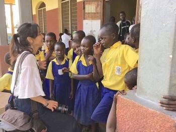 ©︎cinema stars  「cinema stars アフリカ星空映画館」は、ウガンダを拠点とした映画プロジェクト。フォトグラファーの桜木奈央子さんが、ウガンダの友人とともに代表を務めています。