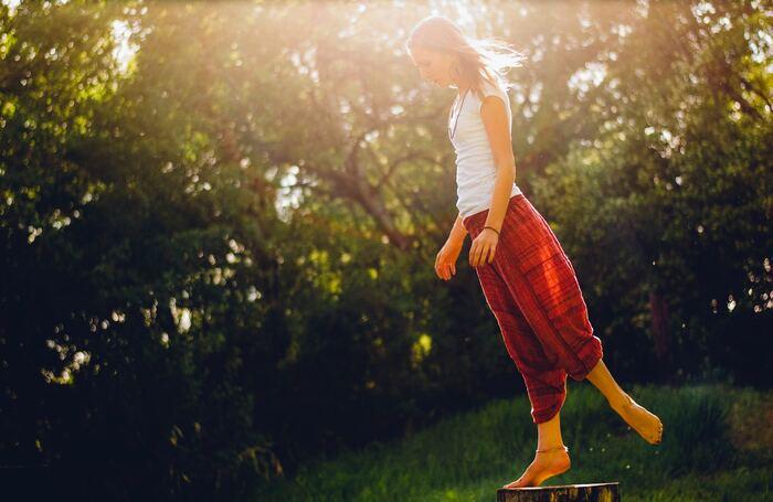 体の深部にあるインナーマッスルは、正しい姿勢をキープしたり体の動きをスムーズにしてくれたりする大切な筋肉。とくに姿勢は、健康や美容に欠かせないポイントです。自重トレーニングでは、常にバランスを保ちながら重心をコントロールする必要があるので、どの種目を行う時にも自然とインナーマッスルを使うことになります。