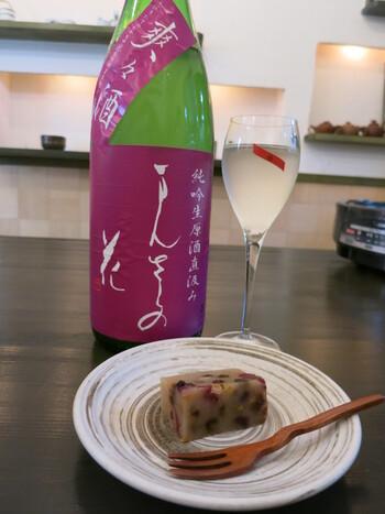 「和菓子と日本酒…?」と最初は少し不思議に感じてしまうかもしれませんが、どの和菓子にも最高の組み合わせを提案していただけます。和菓子の甘さがふわっとほどけ、口の中で広がっていく感覚は格別です。