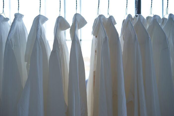 夏物衣類の「黄ばみ・黒ずみ」どうする?すっきり落として来年も気持ちよく!