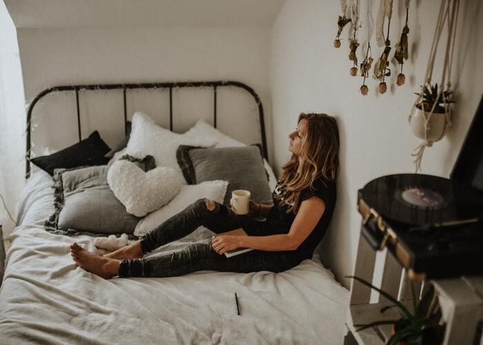 互いに空気を読みながら会話をすることによってコミュニケーションが円滑に進むことは確かですよね。ですが、「空気を読む」ことを優先した結果、自分の考えや意見を押し込めてしまったという経験を持つ人も、いるでしょう。