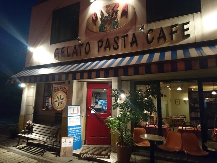 大仙公園の北西にあり、御陵通りを隔てて「仁徳天皇陵」の向かい側に位置します。  美味しいエスプレッソやワインと一緒にピッツァを味わう、大人向けのお店です。