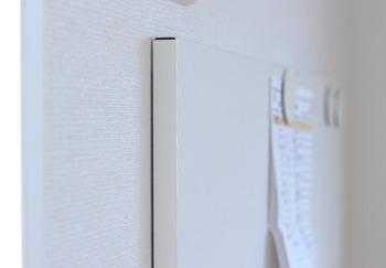 こちらのブロガーさんは、IKEAで購入したマグネットタイプのホワイトボードにもなるマグネットボードを愛用中。