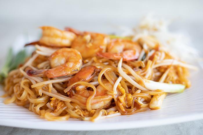 たとえばタイを代表する麺料理「パッタイ」もビーフン料理ですし、フィリピンの「パンシットビーフン」、シンガポールの「シンガポールビーフン」など、ビーフンはアジア各国で親しまれています。