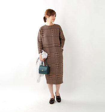 ファッションは足元から、という言葉があるように、着こなしをグッと秋っぽく見せるには足元のコーディネートも肝心です。  そこで今回は大人の女性がデイリーコーデに取り入れやすい、素敵な秋っぽシューズをご紹介します。ぜひチェックして、足元から秋らしい装いを楽しんでみてくださいね。