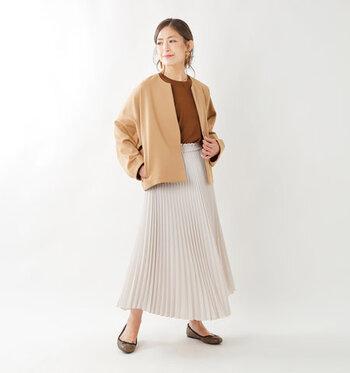 女性らしい印象を与える、ヒダが連なったプリーツスカート。2019年の秋冬コーデは、ロング丈のプリーツスカートがトレンドの予感です。シックなカラーのアイテムを選んで、季節感のある上品な着こなしを楽しみましょう。