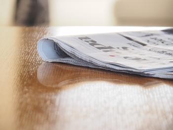 しまう場合は、なるべく湿気の少ない場所で、新聞紙などにくるんでしまうと、より湿気予防になり緑青も出にくく長持ちします。