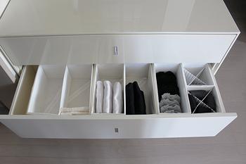 夏に着た洋服の手入れが完了したら、いよいよ収納です。なるべく簡単に、そして使い勝手よく収納したいですね。そんな時に気を付けておきたいポイントや収納テクニックを紹介します。